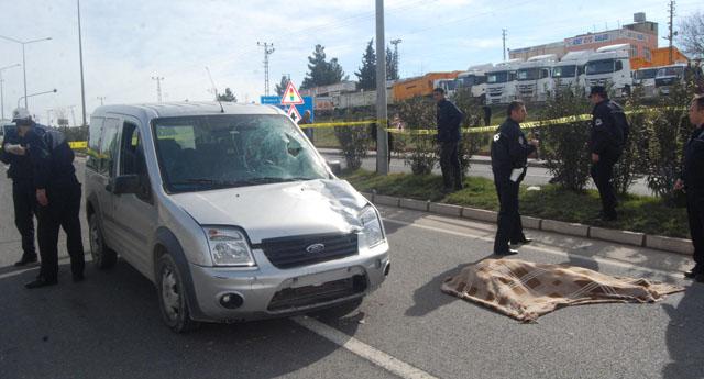 Ticari aracın çarptığı yaşlı adam öldü