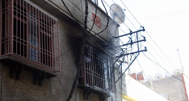 Direkten çıkan kıvılcım evi yaktı