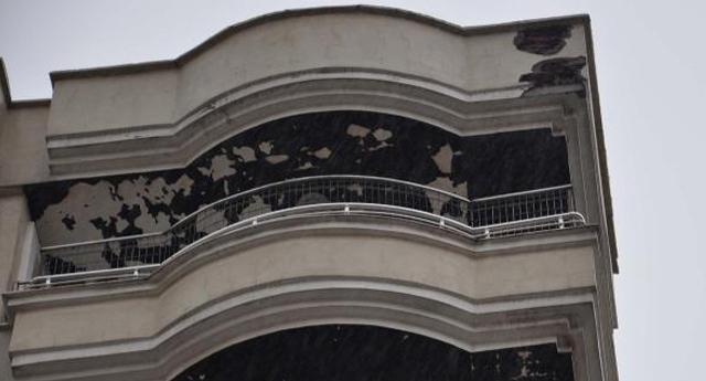 İslahiye'de apartmana yıldırım düştü