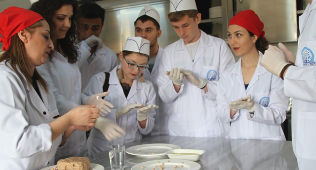 Rus öğrenciler yuvalama yaptı