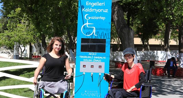 Engellilere akülü şarj istasyonu