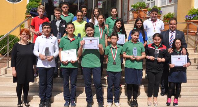 Kolej'den öğrencilerine ödül