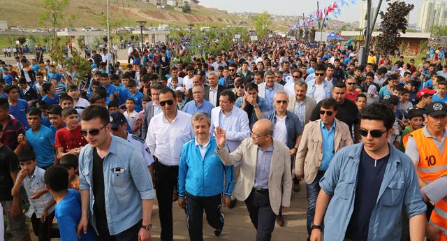 Aynı anda 50 bin kişi yürüdü