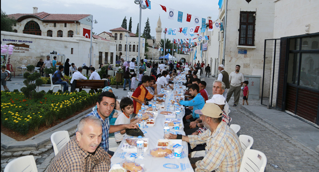 Şahinbey'den 60 bin kişilik iftar