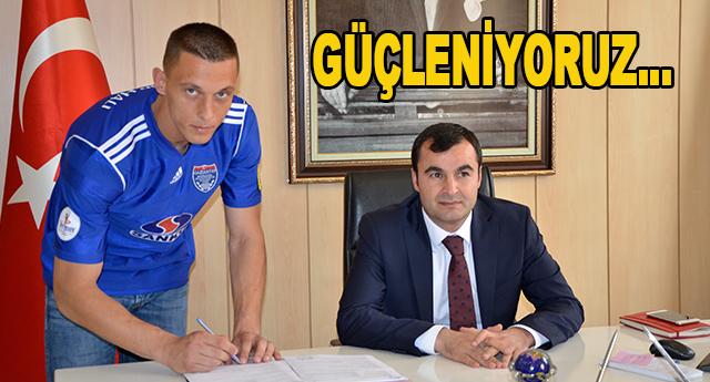 Stachowiak imzaladı