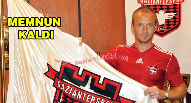 Larsson imzaladı