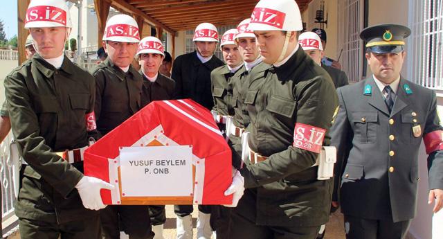 Şehit Beylem'e askeri tören