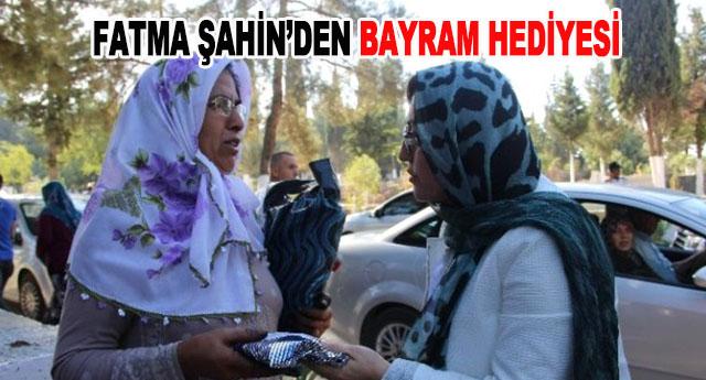 Fatma Şahin, Mezarlıkta 10 Bin Fidan ile 2 Bin Şal Dağıttı
