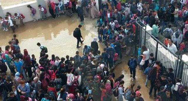 Okulları su bastı