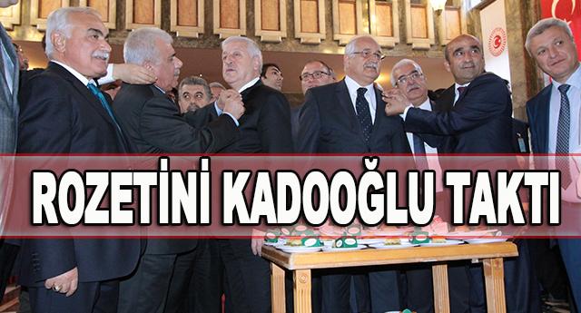 Uzer, gazetecilere Gaziantep baklavası ikram etti