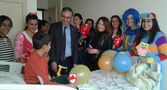 Çocuk hastalara ziyaret