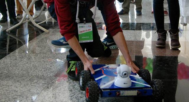 Engellilere robot arabası