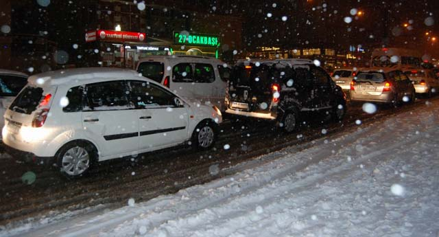 Dün akşam trafik felç oldu