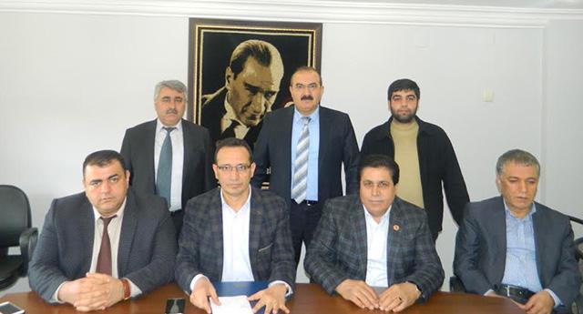 CHP'li meclis üyeleri Ekici'nin yanında