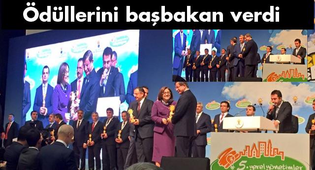 Ödüllerini Başbakan verdi