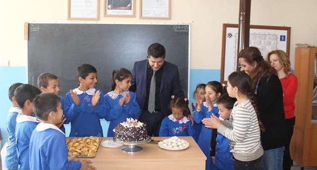 Çocuklar için pasta yaptılar