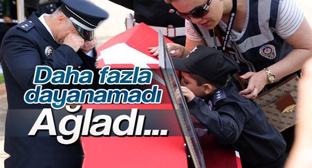 Şehit polislerin müdürü gözyaşlarına boğuldu
