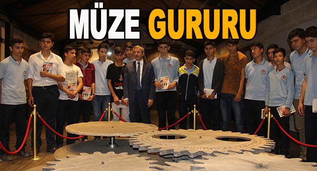Tahmazoğlu,öğrencilere İslam Bilim Müzesini gezdirdi