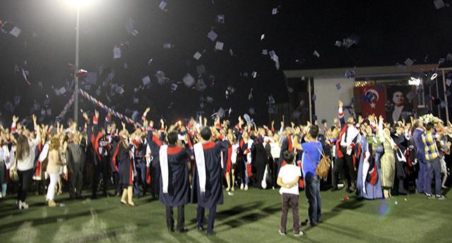 GAÜN'DE mezuniyet sevinci