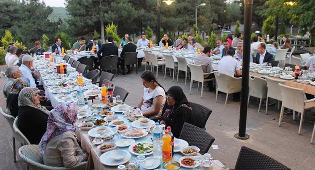Şehit ve Gazi ailelerine iftar yemeği