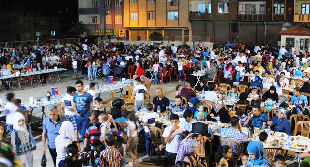 Suriyeli mültecilere iftar
