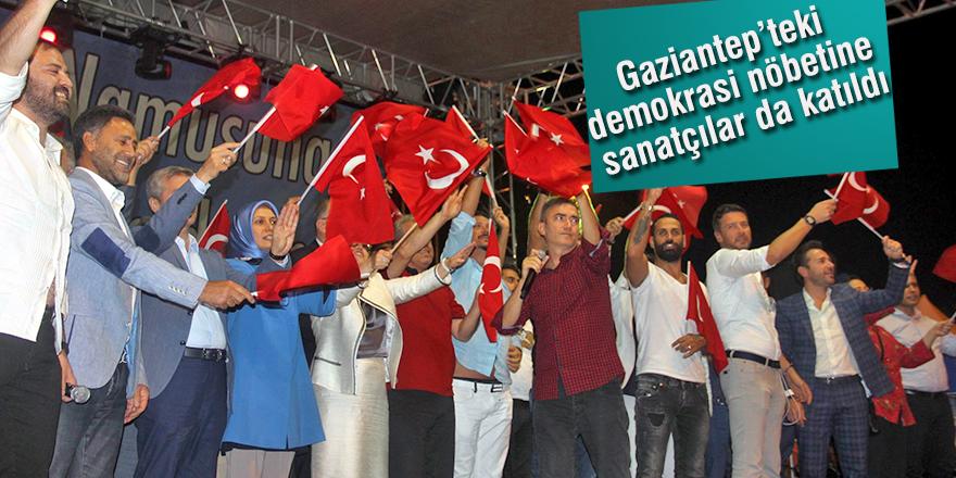Gaziantep'teki demokrasi nöbetine sanatçılar da katıldı