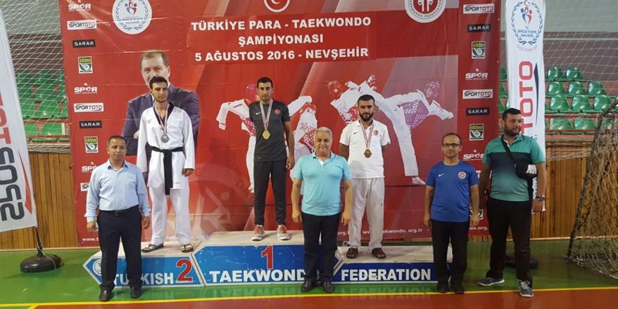 Taekwondocular Altınları topladı
