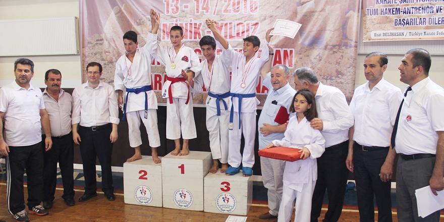 Karateciler Adıyaman'da terledi