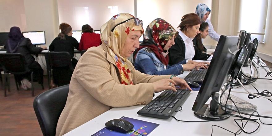 Kadınlar bilgisayarı sevdi