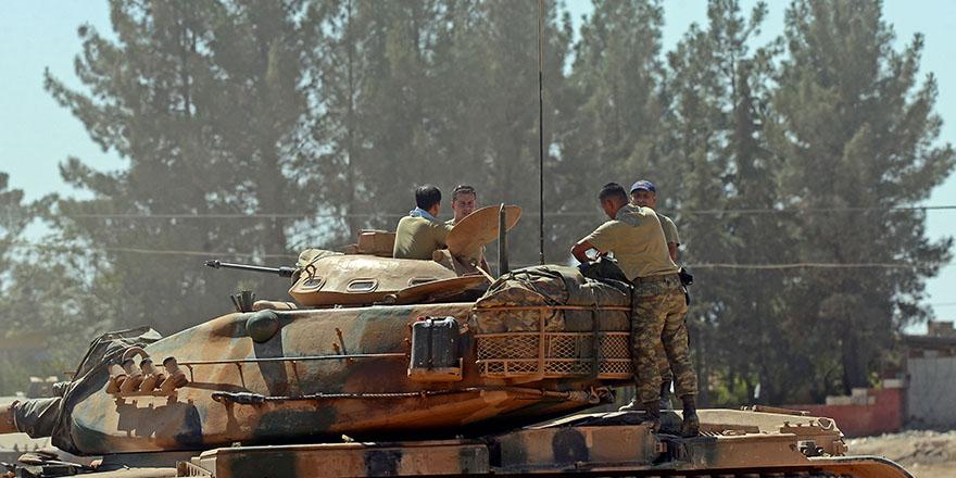Suriye'deki IŞİD hedefleri bombalanıyor