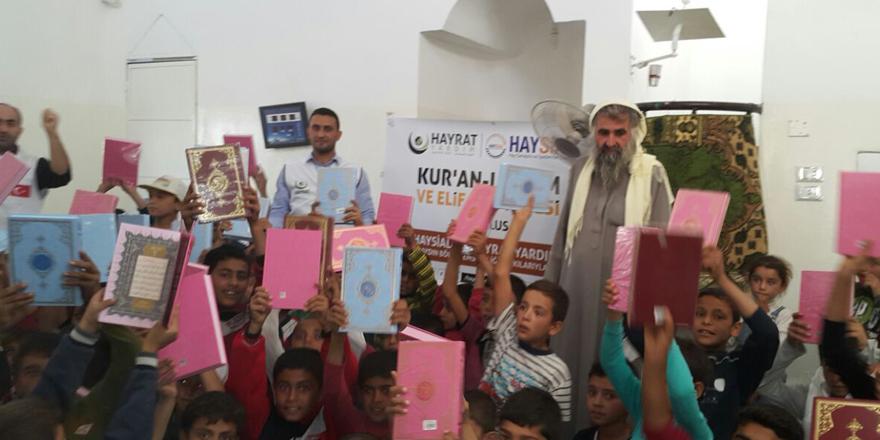 Çocuklara Kur'an-ı Kerim dağıtıldı