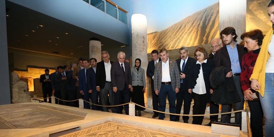 Büyükşehir'in projelerini gezdiler