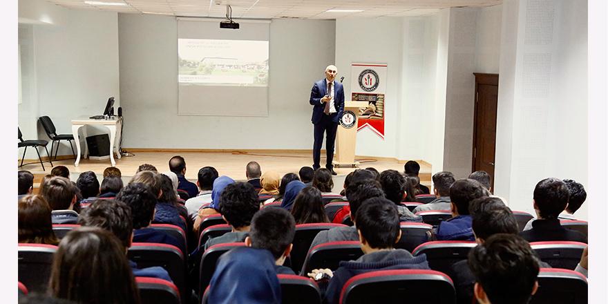 Rektörden öğrencilere kariyer eğitimi