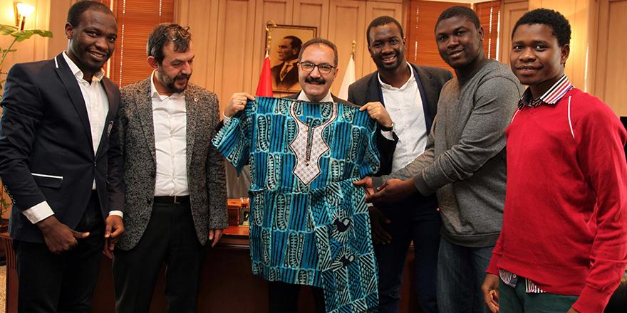 Afrikalı öğrenciler mutlu