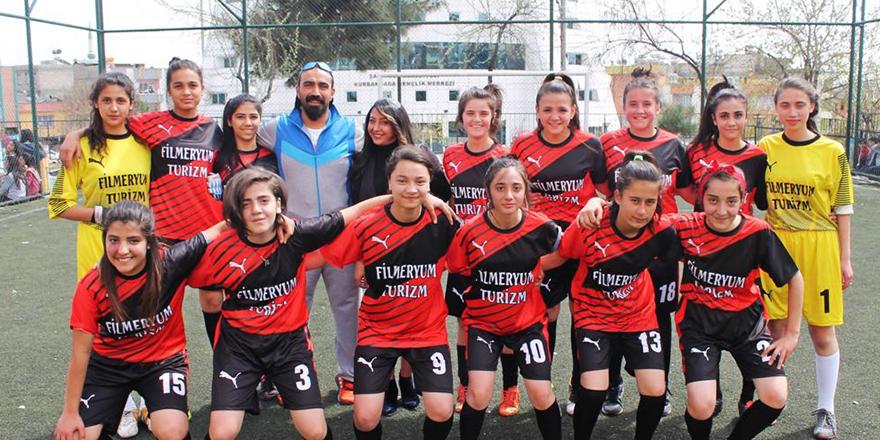 Filmeryum'dan bayan futboluna destek