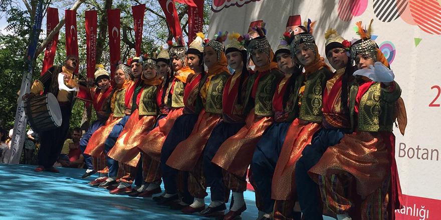Geleneksel Türk Halkoyunları Şenliği başladı