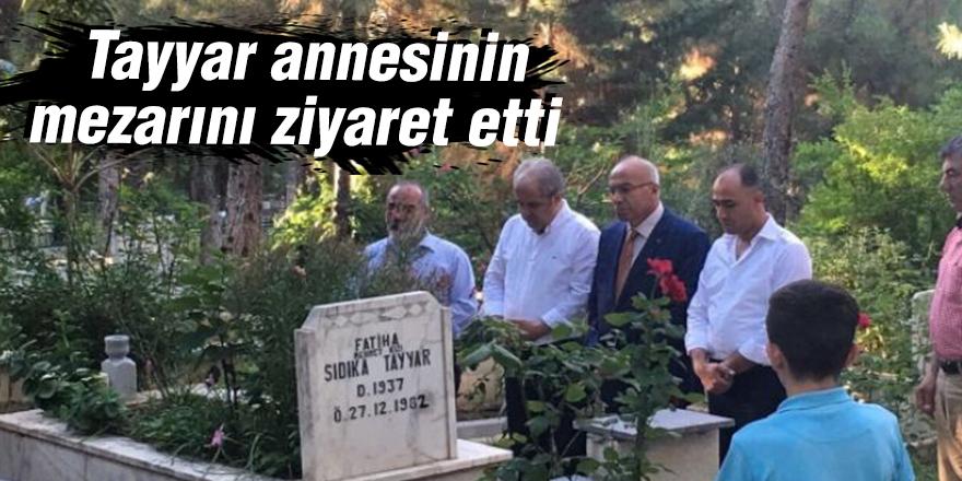 Tayyar annesinin mezarını ziyaret etti