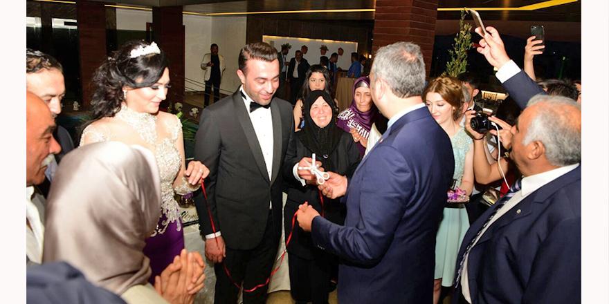 Yüzüklerini Adalet Bakanı taktı