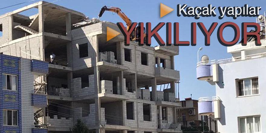 Çeliktürk'ün uyarısıyla bina yıkılıyor