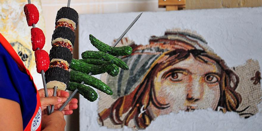 Mozaikten üç boyutlu patlıcan kebabı