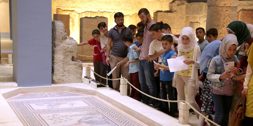 Suriyeli çocuklar Müze'de