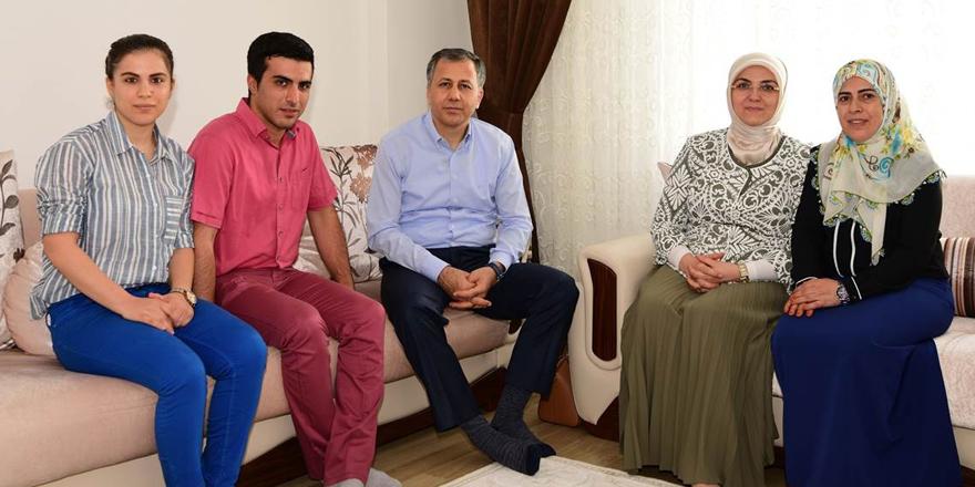 Vali Yerlikaya'dan şehit ailelerine ziyaret