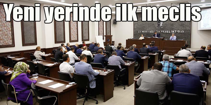 Yeni yerinde ilk meclis