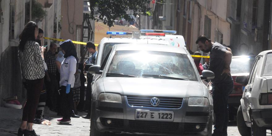 otomobile av tüfeği ile ateş açıldı: 1 ölü, 1 yaralı