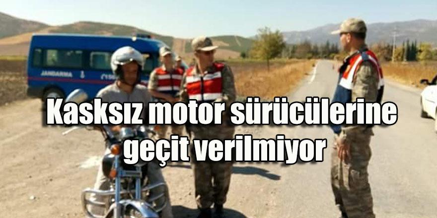 Kasksız motor sürücülerine geçit verilmiyor