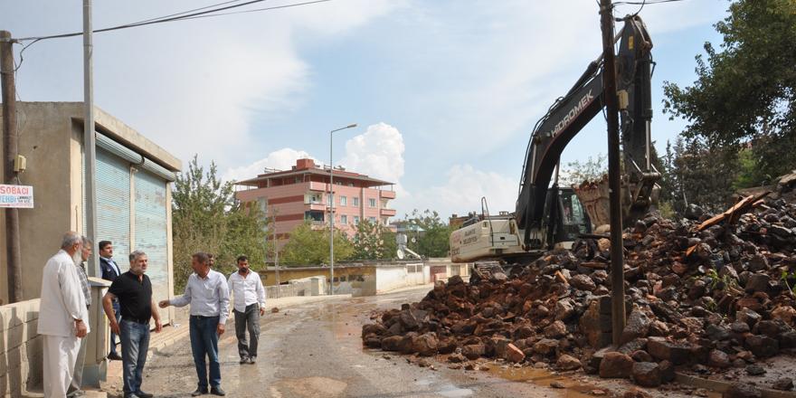 Metruk ev yıkıldı