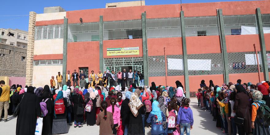 Okullar törenle hizmete açıldı