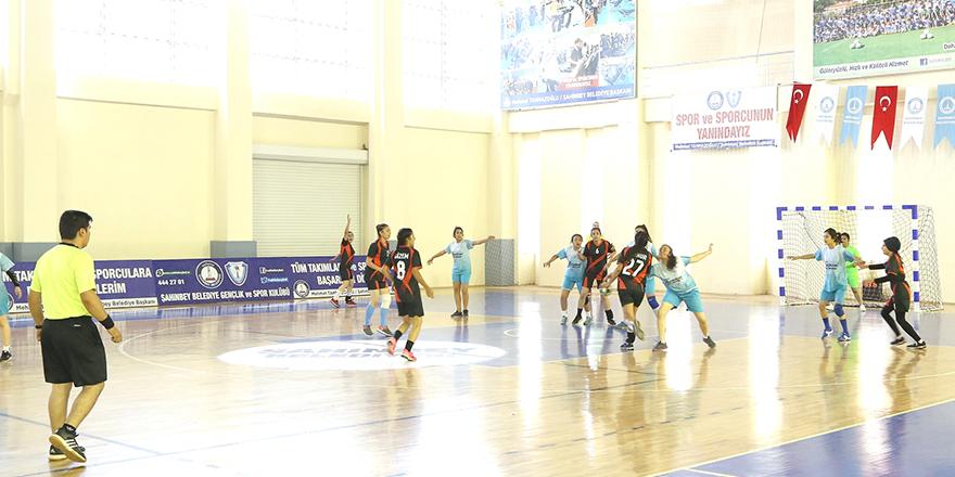Hentbolcular Akkent'te yarıştı