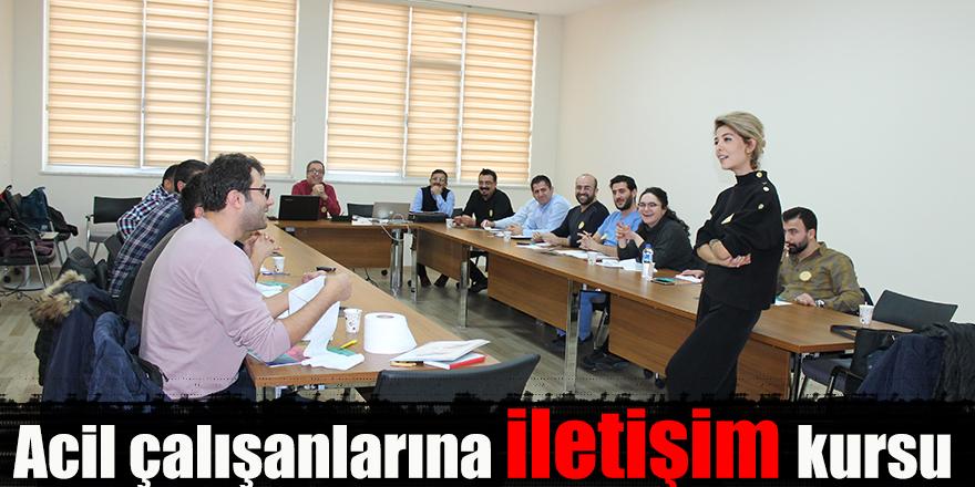 Acil çalışanlarına iletişim kursu