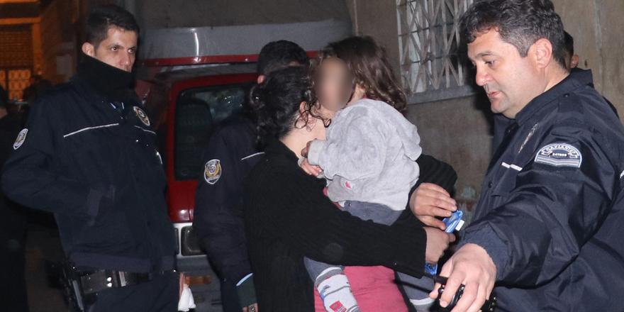 3 yaşındaki kızını rehin aldı